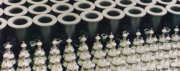 High vaccum oil diffusion pumps